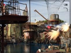 Mit viel Krach, boom und bang geht es ab wie Schmidt's Katze bei der Waterworld-Show. Sogar ein ganzes Flugzeug kommt da mal eben angeflogen...tststs.