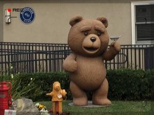 Ted, der alte Kesselflicker ist auch schon wieder in Feierlaune.