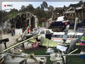 Hier wurde ein Katastrophen-Film mit einem echten Flugzeug gedreht. Gigantomanisch. Ein paar Komparsen liefen auch rum.