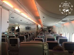 Der A380 von innen. Sehr bequeme Sitze und guter Abstand zum Vordermann/-frau.